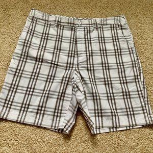 Croft & Barrow men 38 cream brown plaid shorts